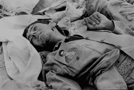 Iranian killed soldier during Iran-Iraq war with Rouhollah Khomeini%27s photo on his uniform.jpg