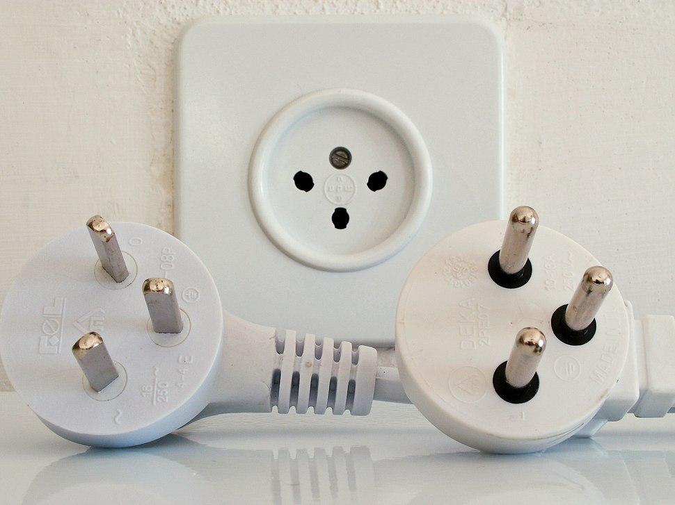 Israeli-type-H-plugs-and-socket