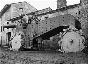 Obice da 305/17 - 305/17 modello 16 howitzer on a siege carriage with Bonagente wheel belts, captured by Austrians in a village near Udine. Photo by Jindřich Bišický.