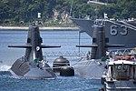 JS Seiryū(SS-509) & Oyashio class submarine right front view at U.S. Fleet Activities Yokosuka April 30, 2018 02.jpg