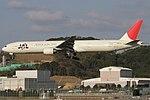 JapanAirlines B777-300 fukuoka 20050314164134.jpg