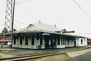 Jesup station - The Jesup station in 2002, prior to the fire and rebuilding.
