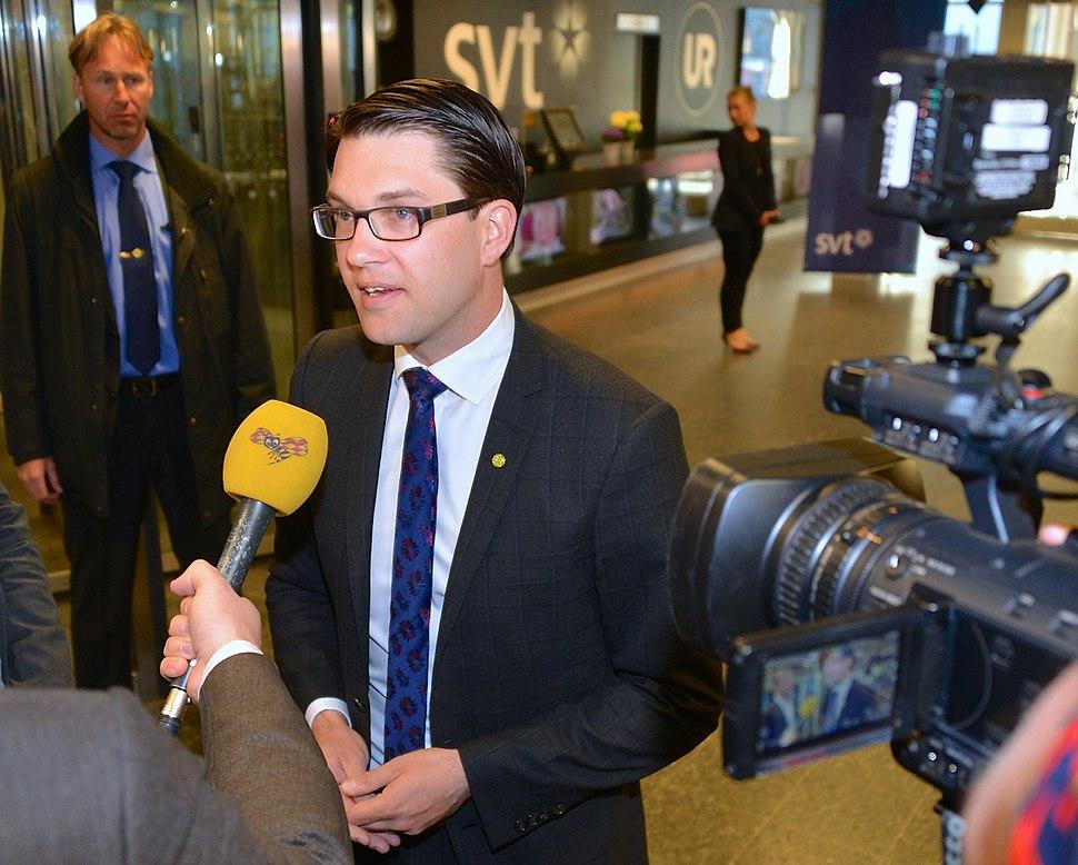 Jimmie %C3%85kesson inf%C3%B6r partiledardebatt i SVT