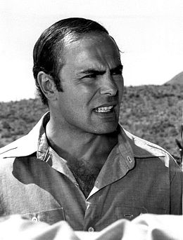 Description de l'image John Saxon 1975.jpg.
