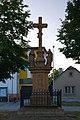 Kříž u kostela, Pavlov, okres Šumperk.jpg