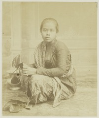 KITLV 26951 - Kassian Céphas - Javanese woman, believed at Yogyakarta - Around 1890.tif