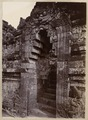 KITLV 40231 - Kassian Céphas - The fifth gate of the stairs on the north side of the Borobudur - 1901-04.tif