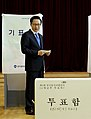 KOCIS President Lee Myung-bak casting his vote. (4665777026).jpg
