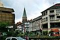 Kaiserslautern, die Pariser Straße, Blick zum Turm der Apostelkirche.jpg