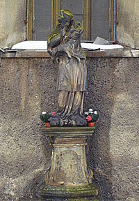Kamienna Góra, figura śws. Jana Nepomucena - 24 lutego 2010 r..JPG