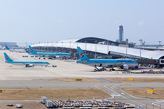 """Kansai Airport terminal 1 ,from the top of observation hall """"sky view"""" (16041786233).jpg"""