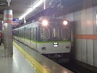 Keihan 2200 series at Sanjo Station 20130609 (9016621489).jpg