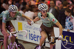 Madison (cycling) - One racer propels his partner like a slingshot during a madison race.