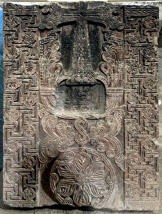 https://upload.wikimedia.org/wikipedia/commons/thumb/e/ed/Khachkar_with_Swastikas%2C_11th_century%2C_Sanahin%2C_Armenia.jpg/330px-Khachkar_with_Swastikas%2C_11th_century%2C_Sanahin%2C_Armenia.jpg