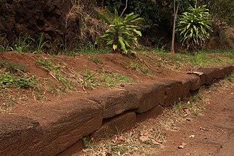 Kikiaola - Kikiaola facing stones