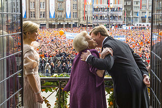 Inauguration of Willem-Alexander - Willem-Alexander and Beatrix, balcony of the Royal Palace of Amsterdam
