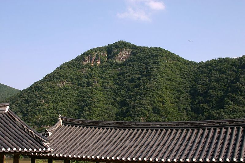 File:Korea-Andong-Byeongsan Seowon-02.jpg