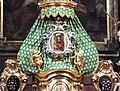 Krzeszów, bazylika Wniebowzięcia Najświętszej Maryi Panny, ikona Matki Bożej Łaskawej nad tabernakulum.jpg