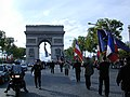 L'Arc De Triumph evening procession - panoramio.jpg