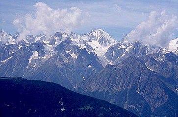 L'aiguille d'Argentière dans le massif du Mont-Blanc.jpg