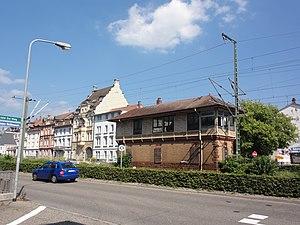 Lörrach — Schwarzwaldstr., Bahngebäude (schlecht erhalten, Holz).JPG