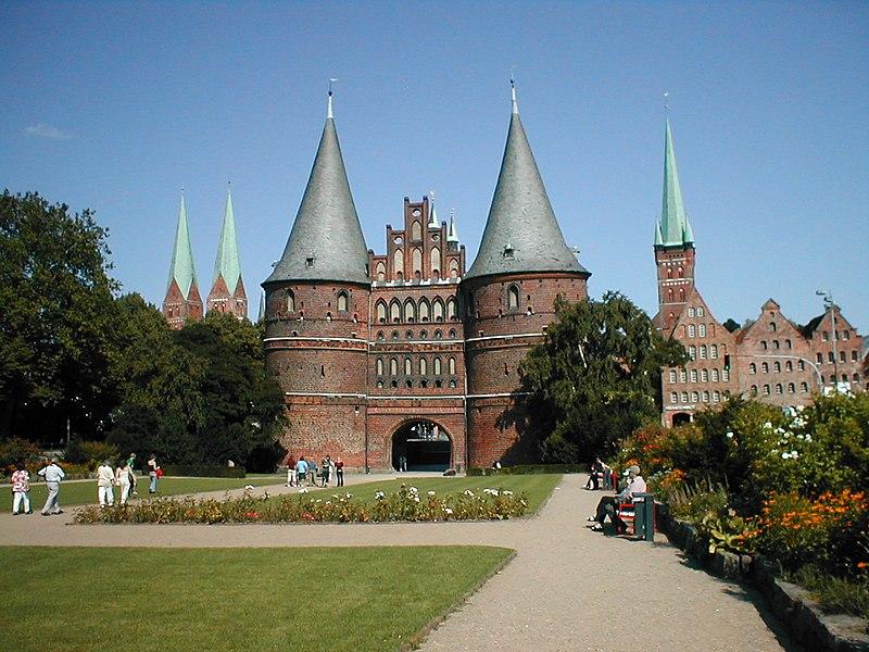 Holstentor & Lübecker Stadtsilhouette
