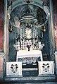 La Cappelletta, 1983, prima dei restauri, l'altare maggiore.jpg
