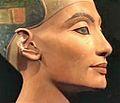 La Reine Nefertiti (Musée égyptien, Berlin) (11779908505).jpg