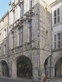 La Rochelle-Rue en arcades.JPG