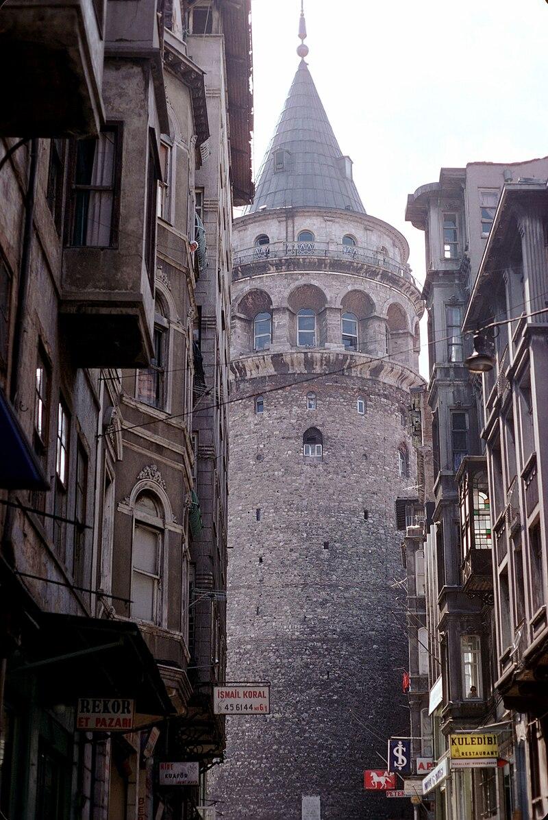TURQUIE : Economie, politique, diplomatie... - Page 32 800px-La_Tour_de_Galata