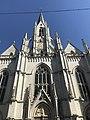 La façade principale l'église Saint Boniface d'Ixelles en contre-plongée.jpg
