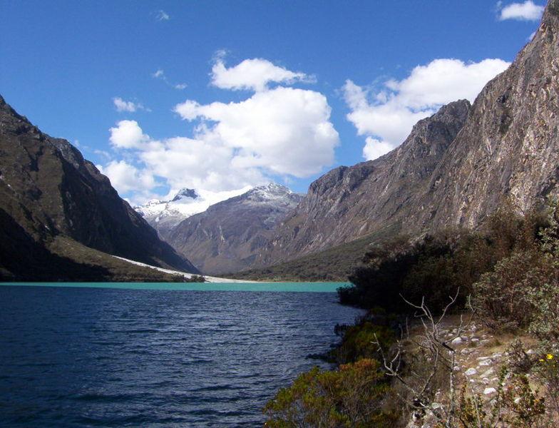 File:Laguna Llanganuco-Huaraz Peru.jpg