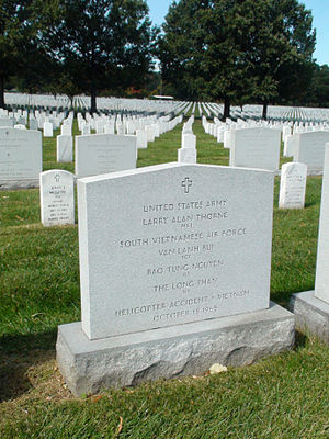 Lauri Törni - Shared grave of Thorne and fellow Vietnam casualties in Arlington National Cemetery.