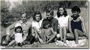 Luis Federico Leloir - Leloir (top left) with family on an Argentine resort, 1951