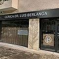 Lettres en relief clinica dr. luis berlanga.jpg