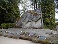 Liepa, Veidenbaumu dzimtas kapa piemineklis 2001-09-02 - panoramio.jpg