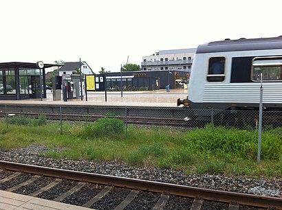 Sådan kommer du til Lindholm Station med offentlig transport – Om stedet