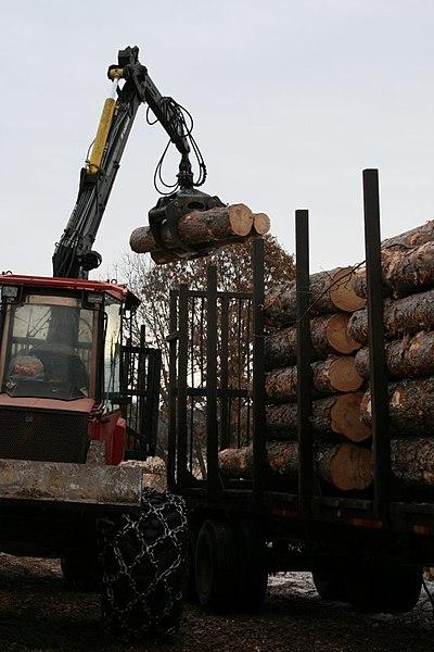 File:Loading the truck (6892107787).jpg