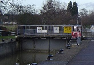 Locks and weirs on the River Thames - Choice of Yellow and Red warning boards which are placed on lock gates when navigation is hazardous