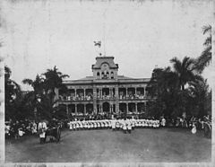 Lowering of Hawaiian flag at Iolani Palace with US Marines in the foreground (PP-36-1-015).jpg