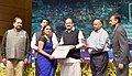 M. Venkaiah Naidu presenting the Special Mention Award (Amateur) to Ms. Prabha Jayesh Patel, at the 6th National Photography Awards Ceremony, in New Delhi.jpg