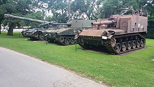 M108 howitzer - M108 (middle) at the Texas Military Forces Museum