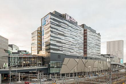 från solna station till mall of scandinavia