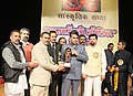 Manish Tewari being presented a memento, at the inauguration of the Kumaon cultural programme, organized by Kumaon Sabha, at Chandigarh on December 22, 2013.jpg