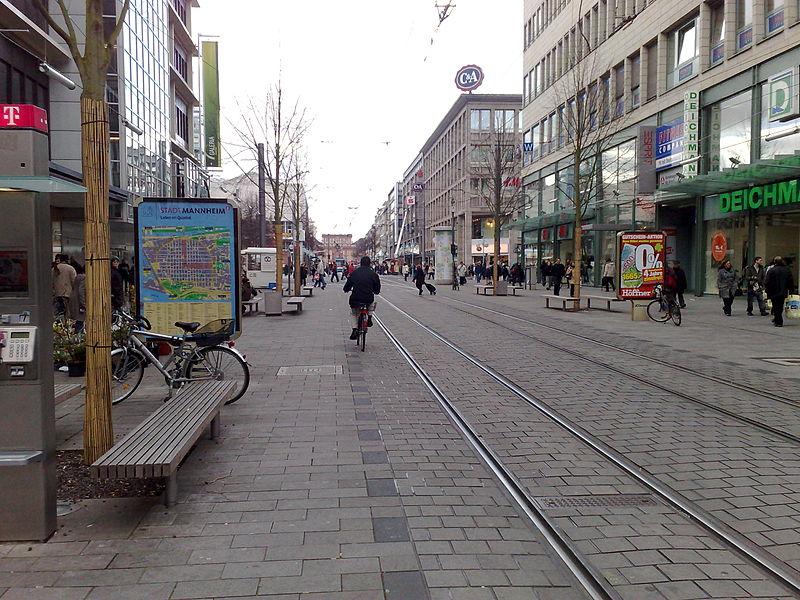 File:Mannheim Fußgängerzone 2.jpg