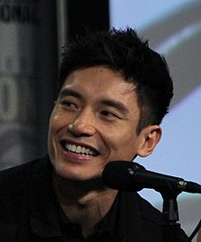 Manny Jacinto at the 2018 Comic-Con International (42913094245) (cropped).jpg