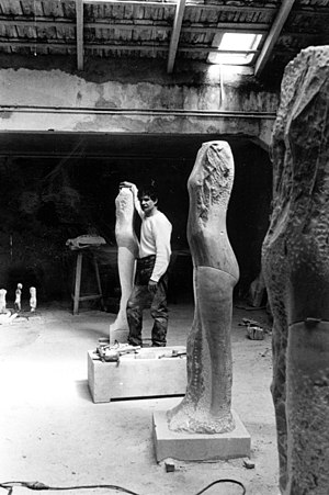 Manuel Neri - Sculptor Manuel Neri in his Carrara, Italy studio, 1983, photo by Sally Larsen
