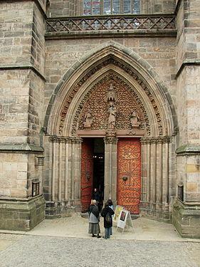 Marburg Elisabethkirche Portal.jpg