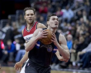 Bojan Bogdanović - Bogdanović (background) with the Wizards in March 2017