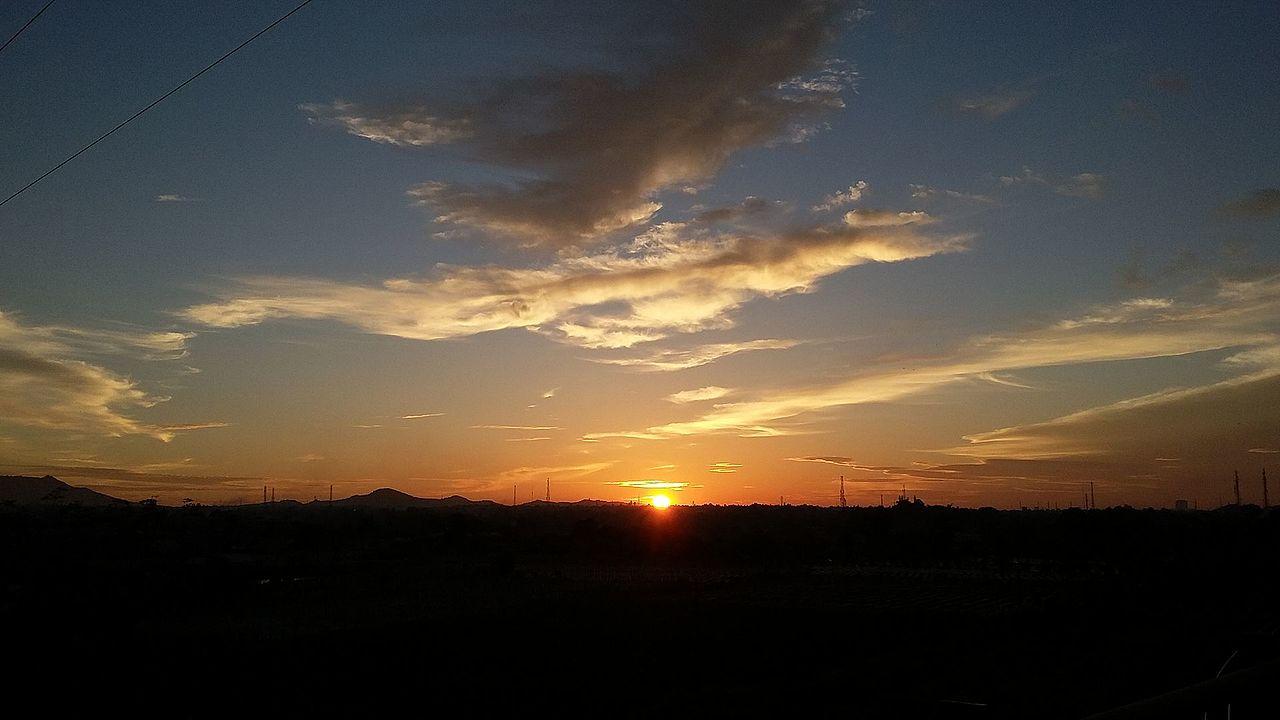 File Matahari Terbenam Di Sudut Kota Cilegon Jpg Wikimedia Commons